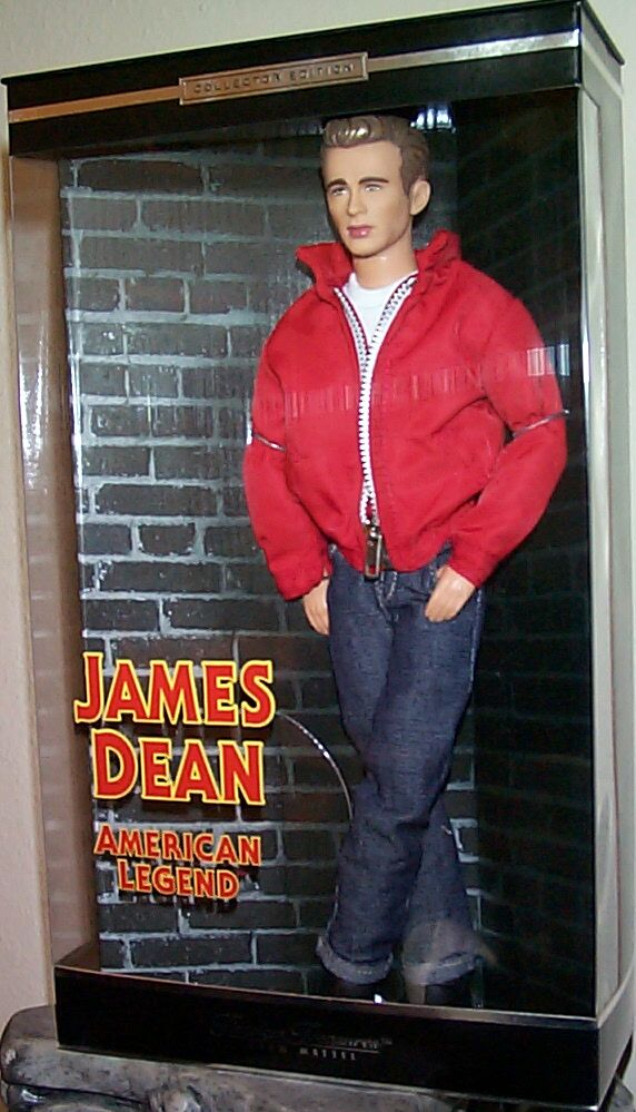 a biography of james dean a cultural icon of teenage disillusionment James byron dean (february 8, 1931 – september 30, 1955) was an american  actor he is remembered as a cultural icon of teenage disillusionment and social .